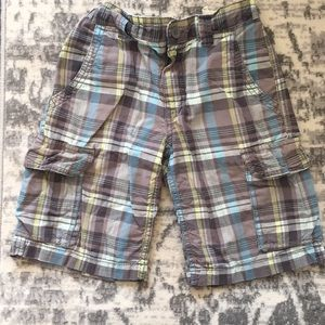 Boys plaid cargo shorts from Old Navy size 8.